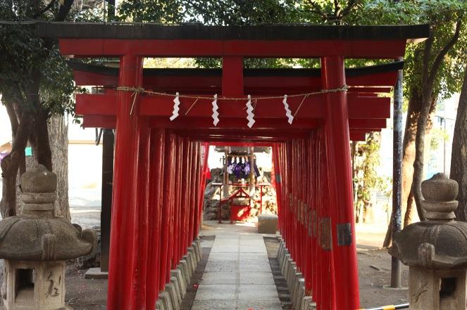 L'entrée du Sanctuaire Hanazono à Shinjuku