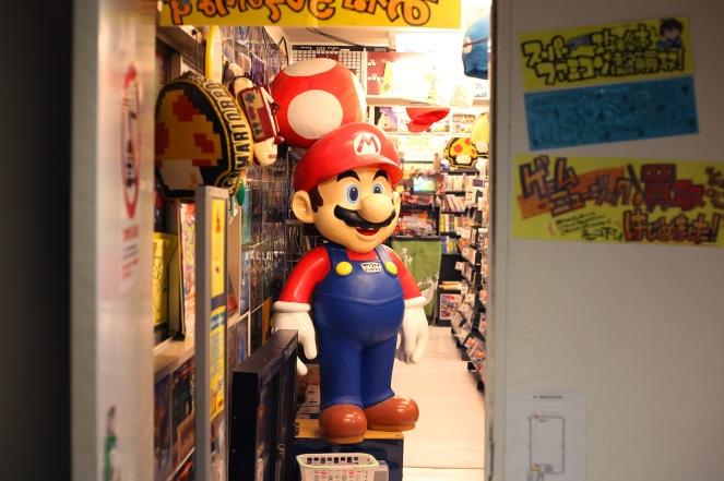 Dernier étage sous les toits du magasin SuperPotato à Akihabara