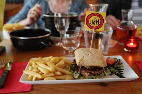 Le super bon burger au foie gras poêlé de l'Art H