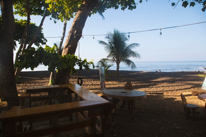 Bar et restaurant sur la plage devant l'hôtel Las Olas