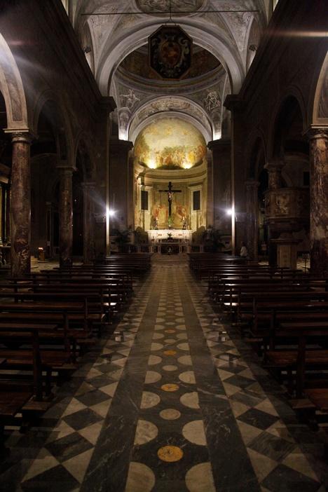 julia-laffaille-focus-aventure-italie-lucca-eglise-saint-martin-interieur