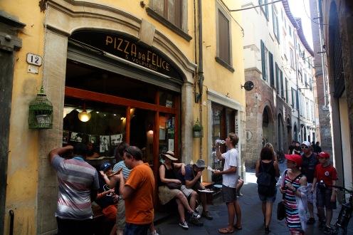julia-laffaille-focus-aventure-italie-lucca-pizzeria