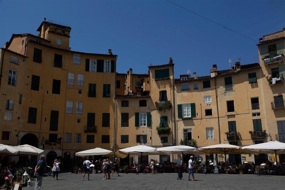 julia-laffaille-focus-aventure-italie-lucca-place