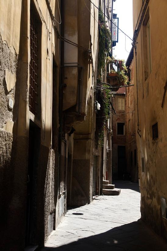 julia-laffaille-focus-aventure-italie-rue-lucca