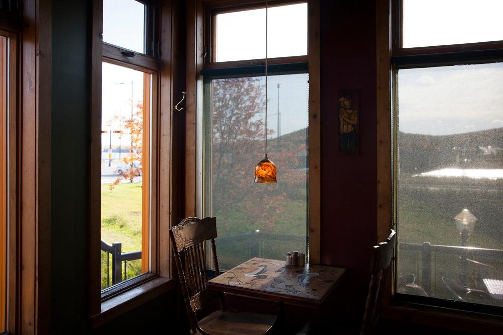 julia-laffaille-focus-aventure-quebec-gaspe-cafe