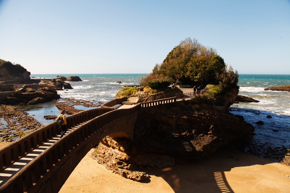 julia_laffaille_focus_aventure_pays_basque-biarritz_rocher_basta